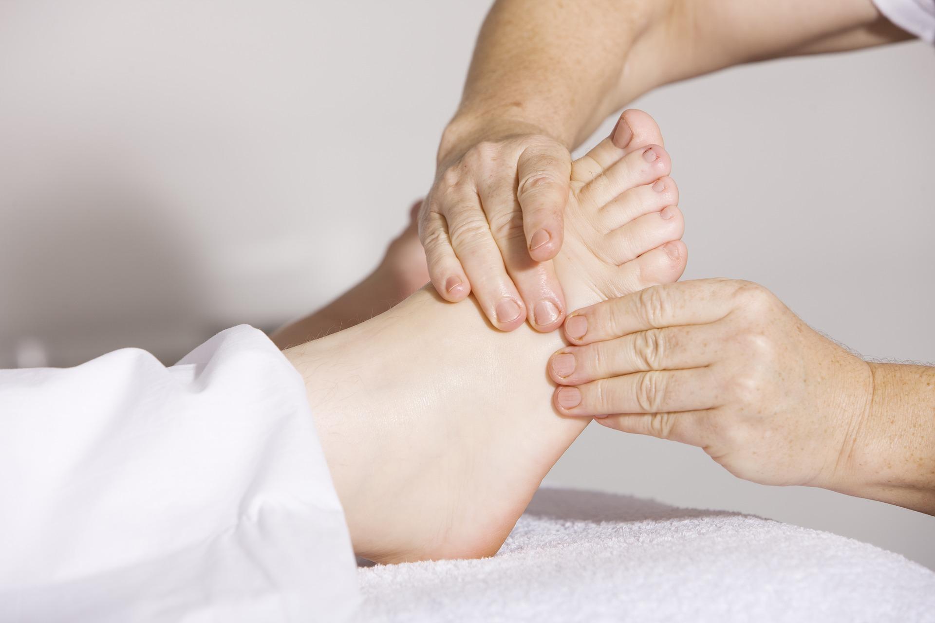 Eine Fußmassage, durch die sich der Blutdruck senken lässt