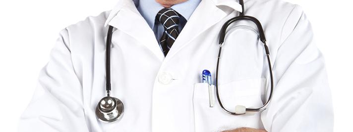 Durch den Weißkittel beim Arzt entsteht bei manchen Menschen ein erhöhter Blutdruck.